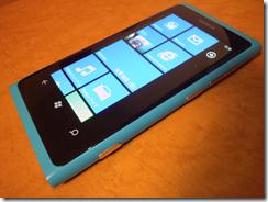 Nokia_Lumia_800_01